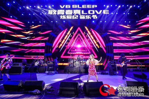 咖啡因乐队参加武汉音乐节 压轴出场活跃全场气氛