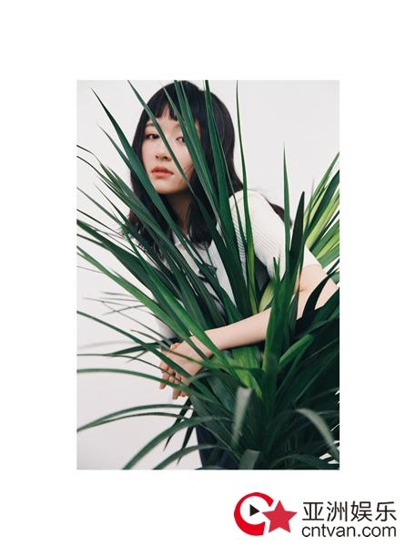 李兰迪全新大片 复古齐刘海演绎百变个性少女