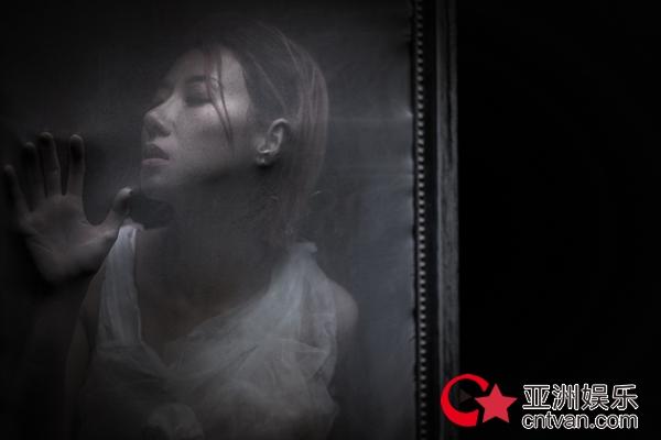 泳儿新歌《野木兰》上线 独特造型诠释天使魔鬼混合体