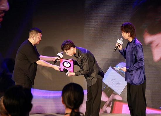 隔壁老樊发布新专《我曾》 网易云音乐播放量超35亿评论量近100万