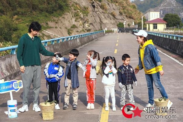 《童言有计2》王弢刘璇挑战带娃登山 孩子崩溃大哭夫妻俩如何化解?