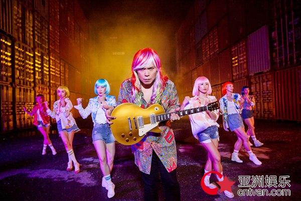 伍佰最新国语专辑《让水倒流》歌曲《原本当初》MV上线
