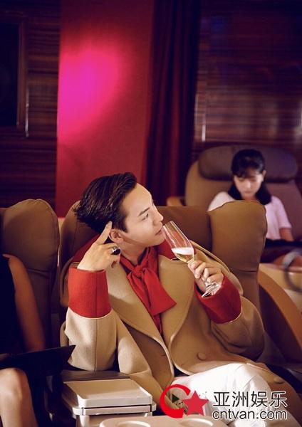 陈伟霆喝香槟帅气Max 不经意的绅士感让人疯狂心动