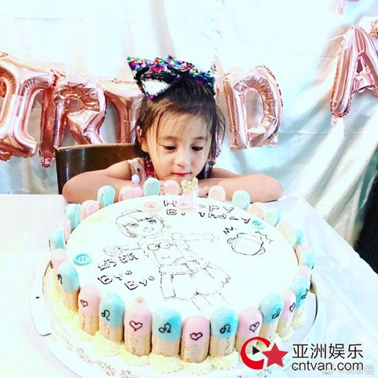 咘咘生日甜美似公主 贾静雯分享咘咘庆生照片