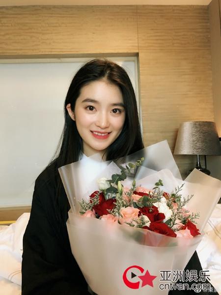 柴蔚天然野生眉撞脸林青霞 网友:承欢格格长大了!
