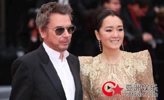 巩俐老公表白妻子 自曝相识已久不忘宣传《中国女排》