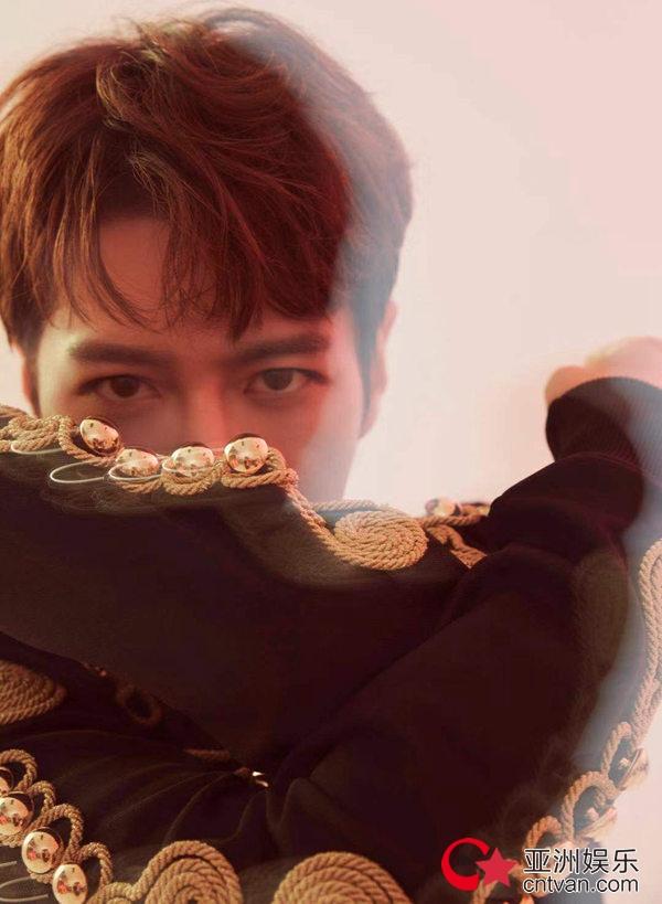 徐海乔时尚写真大片上线 多重风格风范十足