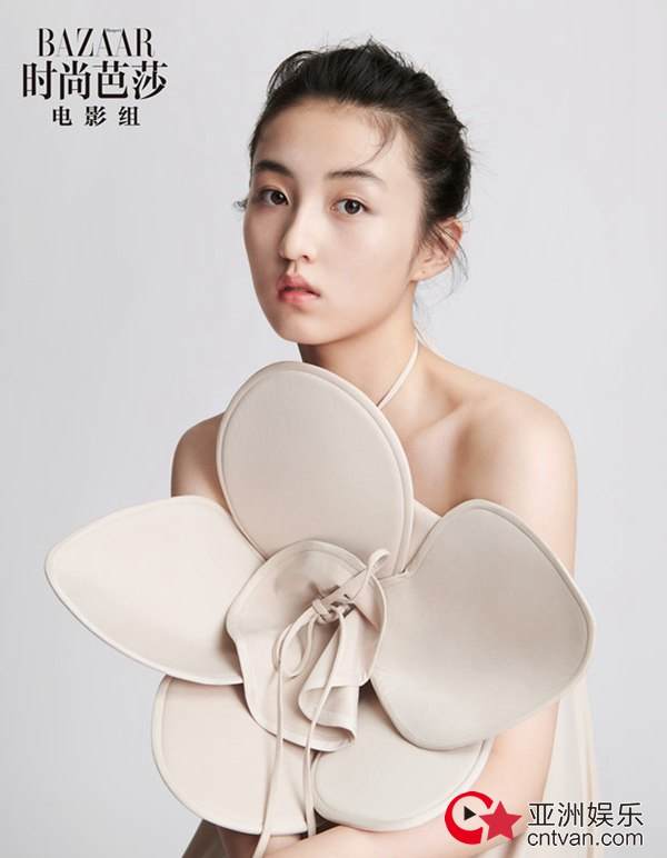 张子枫最新时尚大片曝光 浓烈油画式妆容复刻优雅
