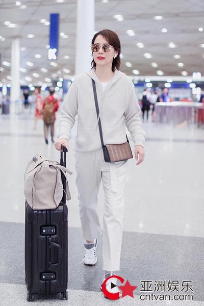 海清开启新时尚之旅 独家受邀米兰时装周观秀