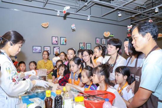 """驻上海韩国文化院韩料文化讲座""""走出去"""", 带领15组家庭体验韩式风味"""