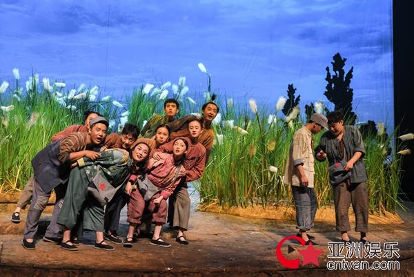 大型原创儿童话剧《小英雄雨来》北京上演
