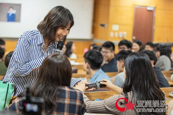A-Lin首次大学开讲 分享成长故事鼓励学生做自己