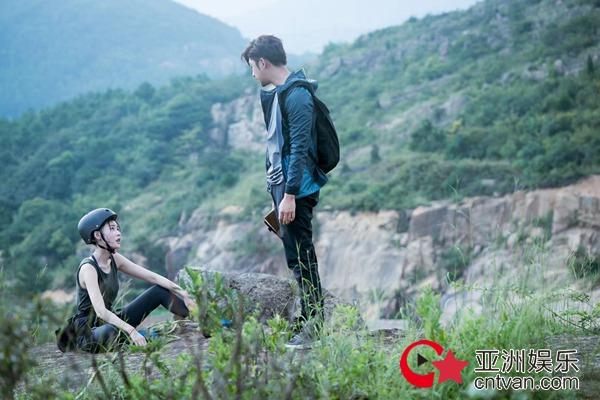 《鳄鱼与牙签鸟》发布会 张天爱视频喊话男主角陈柏霖