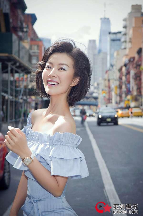 常思思纽约街头时尚大片曝光  焕发青春风采