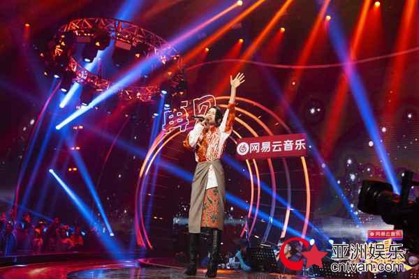 胡杏儿惊喜现身《嗨唱转起来》,演唱经典影视剧主题曲勾起回忆热潮