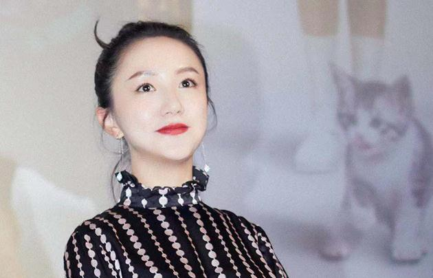 李倩《宠爱》北京首映礼 笑容甜美温婉大方