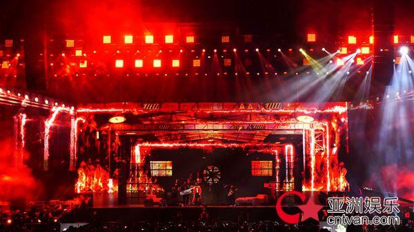 李予萌导演谈易烊千玺演唱会舞台呈现:和千玺一起打破常规