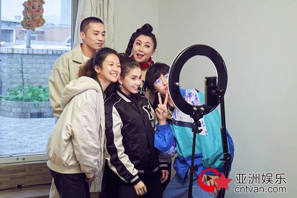 《好看》遇迷茫海归女硕士 昆凌回忆坐轮椅试镜