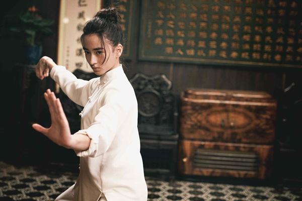 李宛妲首部电影《叶问4》票房破十亿 灵气演技备受好评