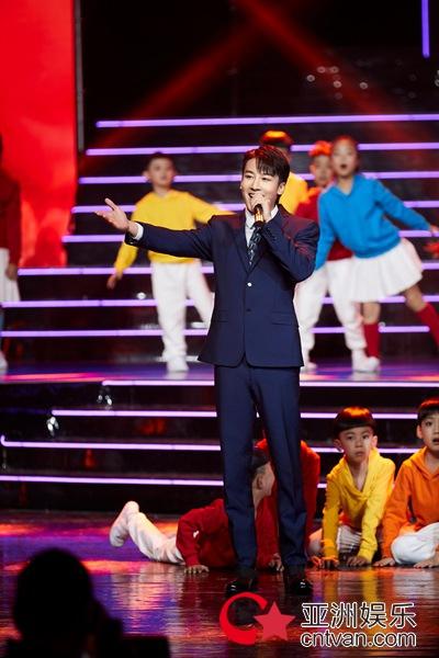 麦亨利出席点赞中国2020电视文艺先锋榜群星盛典 传承经典歌颂祖国