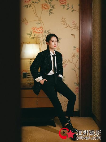 刘敏涛最新写真 酷帅造型魅力十足