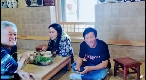 赵本山宋小宝做饭 女儿球球惊喜出镜