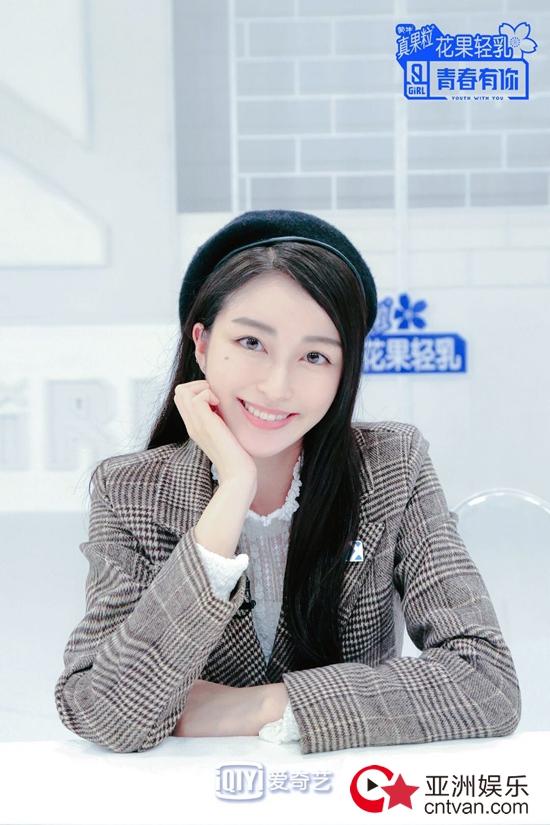 《青你2》七穗初舞台来袭 蔡徐坤模仿手势舞