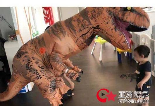 吴京cos恐龙动物解锁 给动物园留条活路吧!