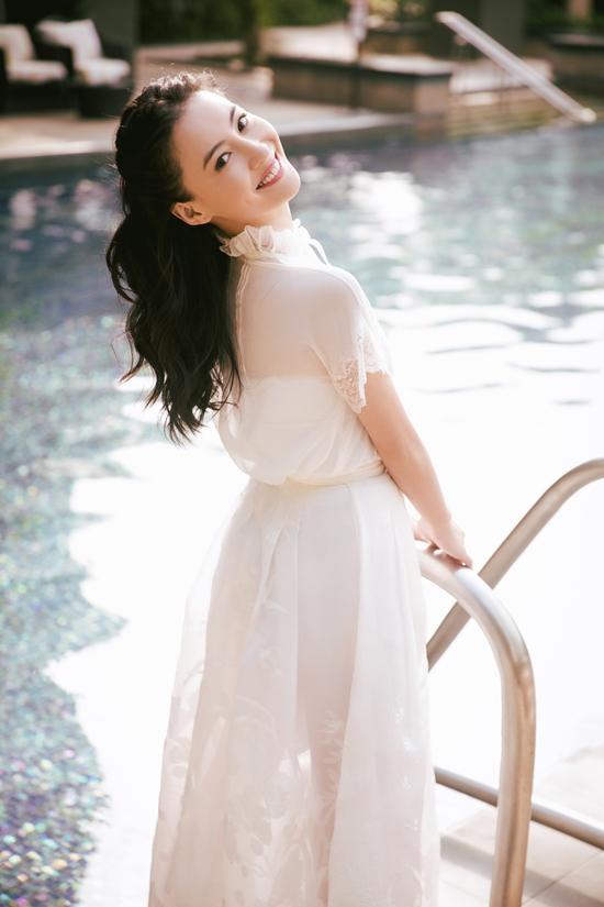 张柏芝春日写真曝光 灿笑比心超甜
