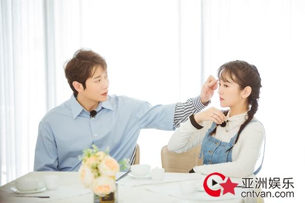 《婚前21天》刘泳希李嘉铭双方父母见面 气氛融洽
