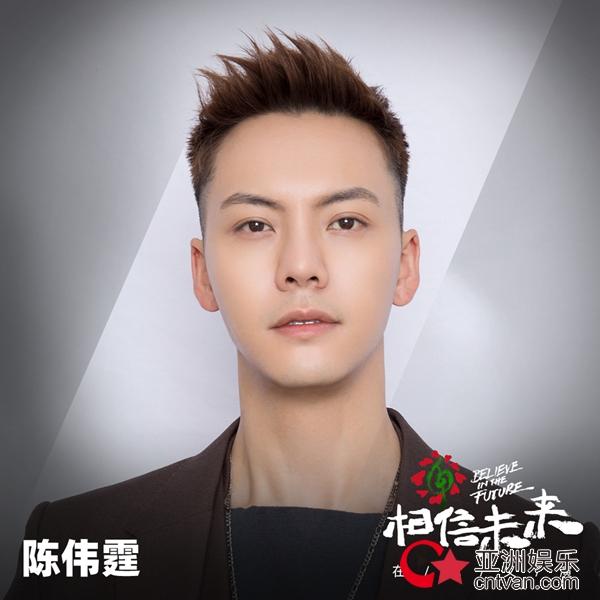 陈伟霆相信未来义演 抱猫弹唱粤语歌《几许风雨》