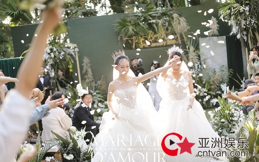 杨丽萍徒弟水月婚礼 与同性恋人获家人朋友祝福!