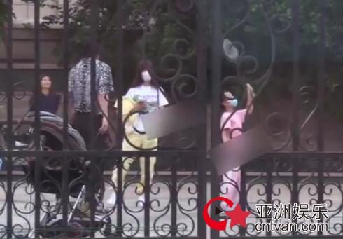贾乃亮方回应与李小璐复合传闻 父亲陪伴孩子都是责任和义务