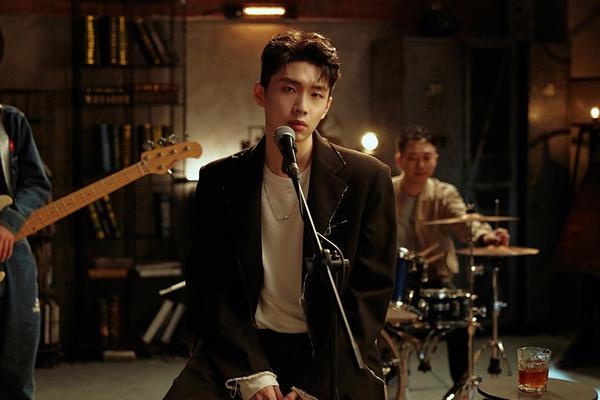 曹杨六月再推新歌《走散》 包揽词曲创作首次挑战手写MV歌词