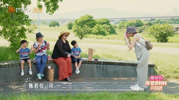 """《婆婆和妈妈》林志颖儿子""""营业式""""拍照可爱十足 秦昊妈妈劝伊能静谨言慎行"""
