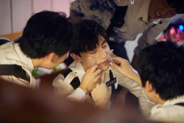 《密逃2》杨幂演技在线秒速落泪  邓伦逻辑满分机智解谜