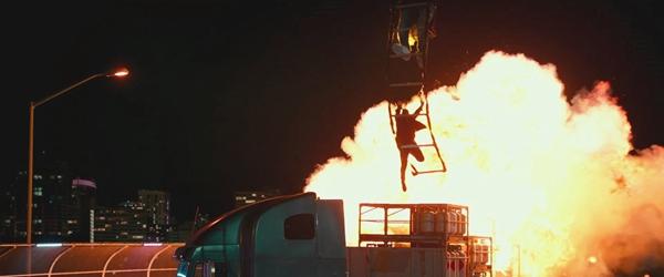 下周唯一好莱坞新片《绝地战警:疾速追击》 史皇上演火海扒飞机