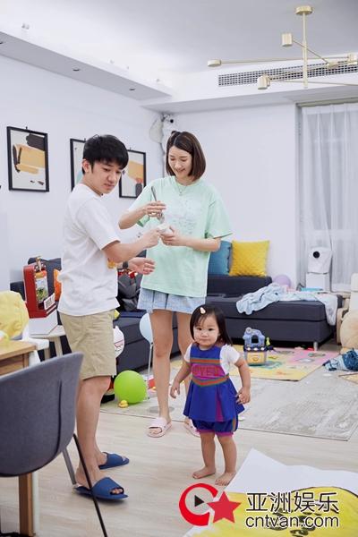 《做家务的男人》王祖蓝夫妇寻访儿时记忆 温馨创作全家福