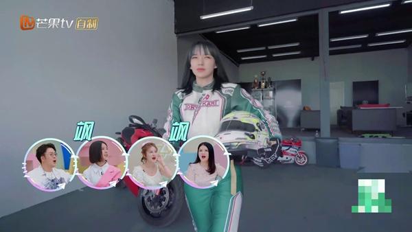 《哎呀好身材2》程潇赛车手造型帅气登场 绿白赛车服飒爽十足