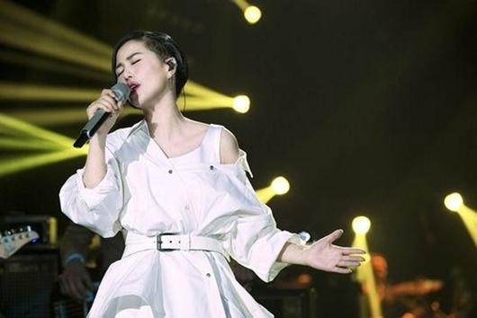 谭维维我承认我羡慕流量歌手 深夜发文感慨新专辑没水花!