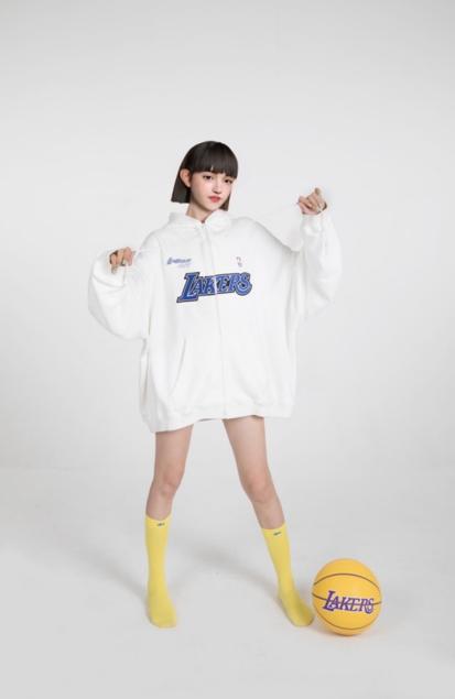 标杆性虚拟偶像女孩琪拉的诞生,带动跨次元时尚行业发展