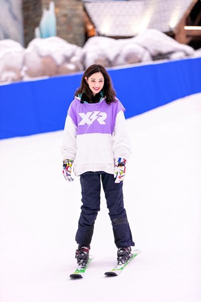 《小巨人运动会》郑希怡大秀滑雪技术 许佳琪滑雪服穿出满满少女感