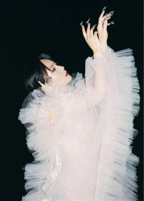 周笔畅全新单曲《别》官方MV上线 先锋概念视觉呈现内心私密独白
