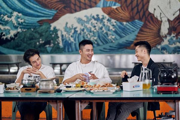 《女儿3》萧亚轩黄皓约见好友 笑容灿烂气氛欢乐