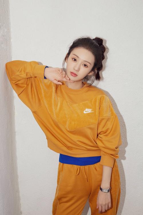 郑合惠子运动写真 元气穿搭为初冬增添一抹亮色