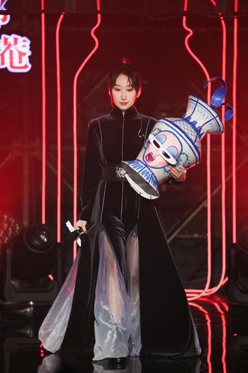 等什么君江苏卫视音乐综艺首秀 《蒙面唱将猜猜猜》成功揭面