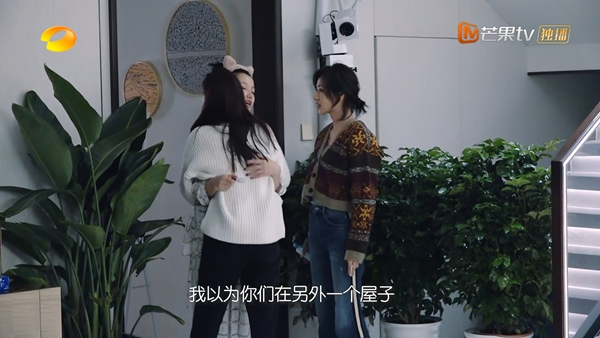 王霏霏惊喜现身《姐姐的爱乐之程》 姐姐团开启电台直播新体验