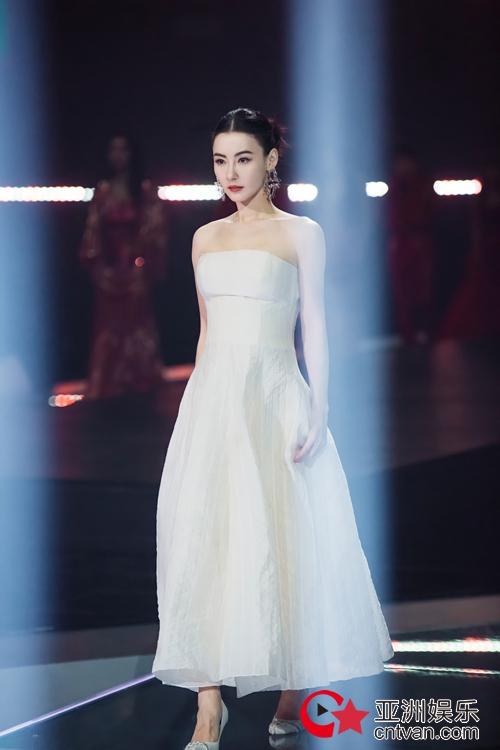 《姐姐2》一公舞台 张柏芝首唱自创RAP美飒全场