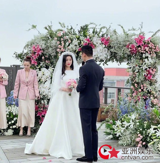 演员朱珠结婚 老公是清华大学美术系教师?!