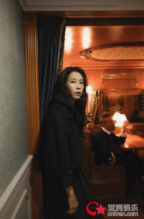 Karen莫文蔚全新粤语单曲《因一个人而流出一滴泪》 全面感动上架